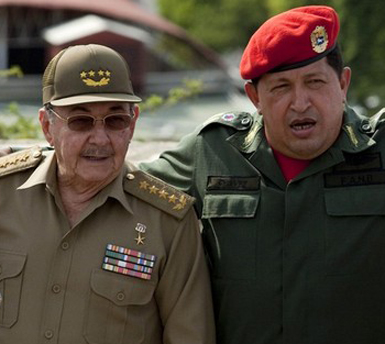 Cuba's President Castro and Venezuela's President Chavez pose for a picture at the ALBA summit in Cumana
