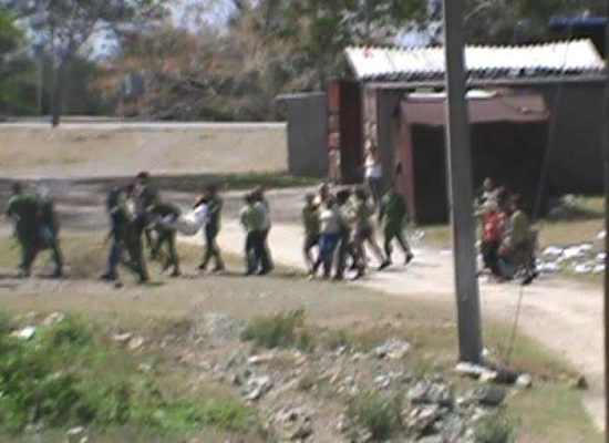 Policía reprimiendo a manifestantes (foto cortesía de los entrevistados)