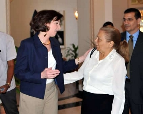 Roberta Jacobson y Martha Beatriz Roque (foto de Internet)