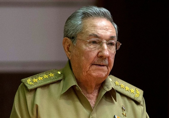 Raúl Castro recibe al presidente de la petrolera rusa Rosneft