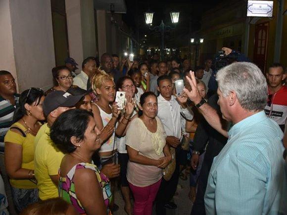 """Díaz-Canel reconoce que """"vivimos tiempos difíciles, con desabastecimientos"""""""