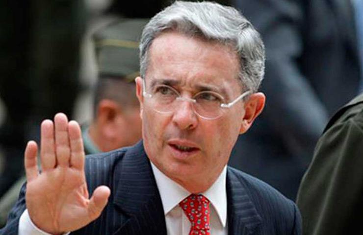 paz Álvaro Uribe
