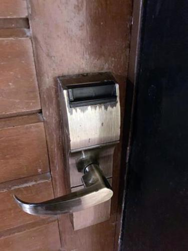 State of a door lock in one of the rooms (Credit: CubaNet)