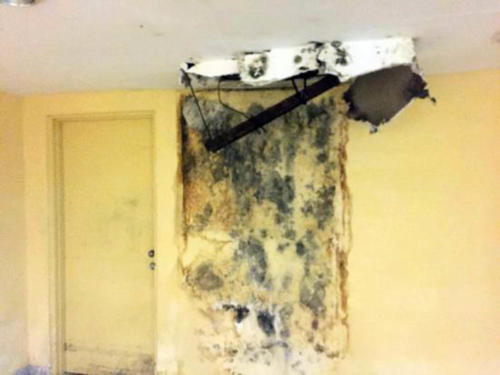 Ceilings destroyed by mold-causing humidity (Credit: CubaNet)